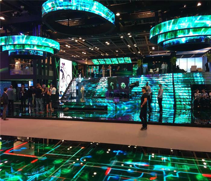 迪拜GITEX2016展会室内全彩led显示屏P5楼梯屏